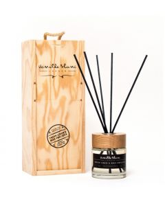 Vanilla Blanc Fresh Linen & Bois Precieux (Precious Wood) Natural Reed Diffuser in Gift Box