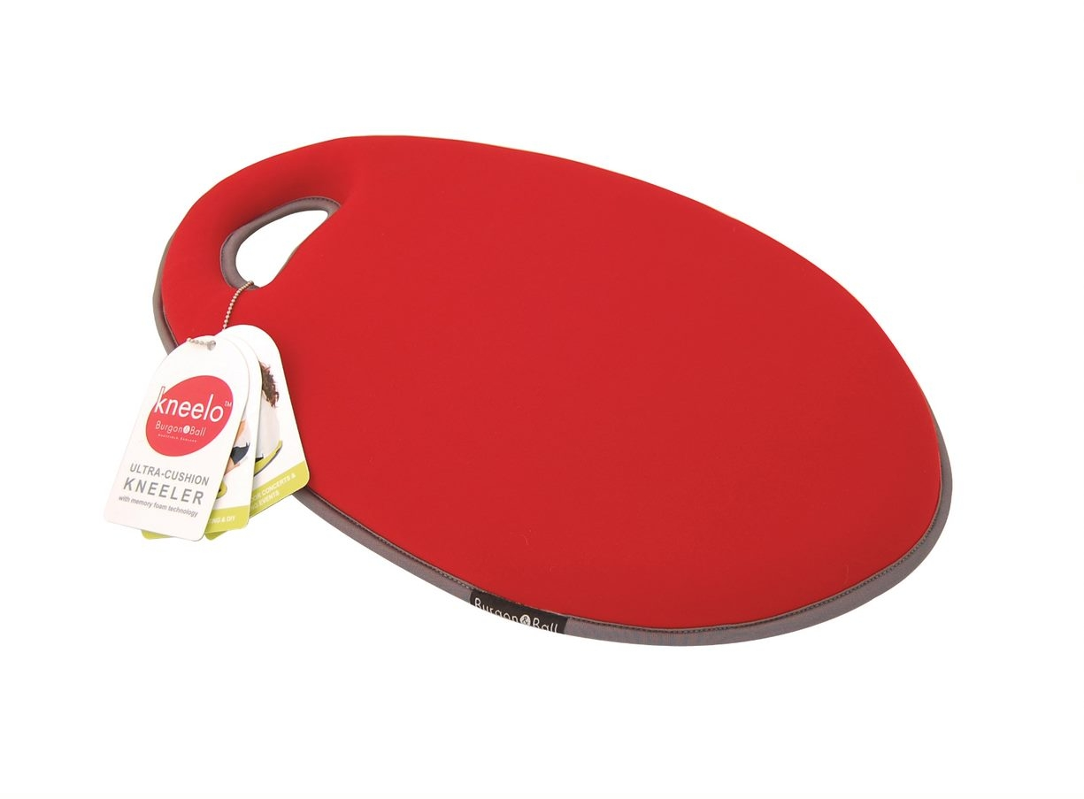 The �Kneelo Knee Pad in Poppy �keeps you comfortable while you are breaking a sweat gardening. It is made from shock absorbing EVA foam as well as a l